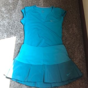 Nike dry fit tennis outfit. Sea green. Medium